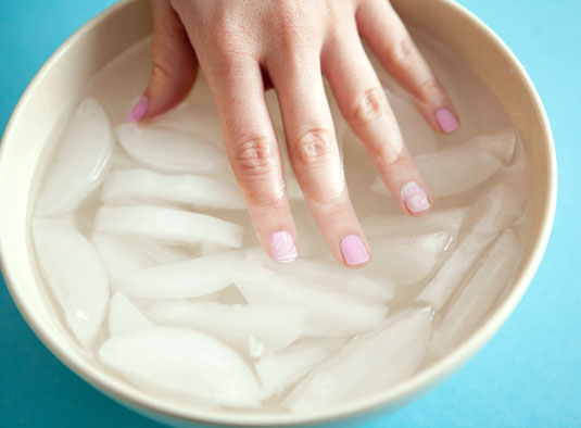 Life hack: Quick trick to dry your nail polish | Starts at 60