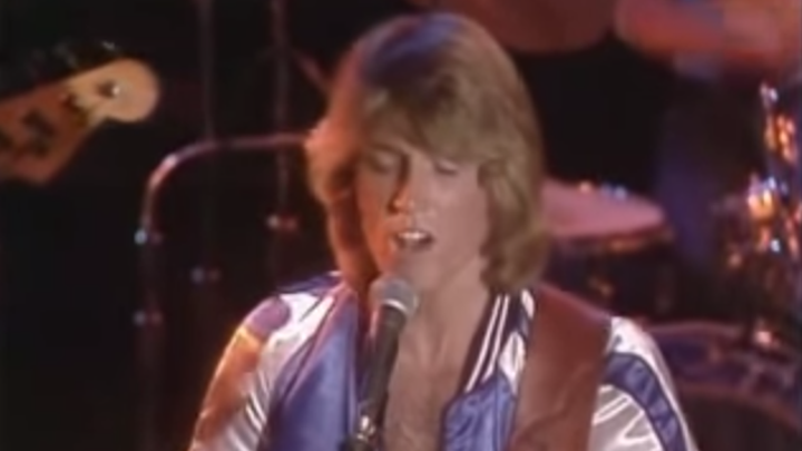 in 1977 the youngest sibling of a 70s supergroup had his own hit starts at 60