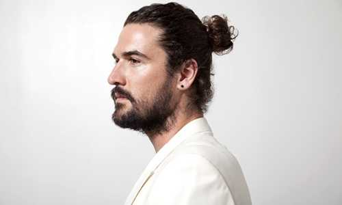 Source: http://www.theguardian.com/fashion/fashion-blog/2013/oct/16/man-buns-hair-trend-jake-gyllenhaal