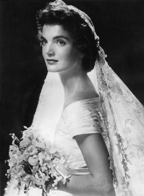 Jackie_Kennedy_on_her_wedding_day,Rhode_Island,September_12,_1953
