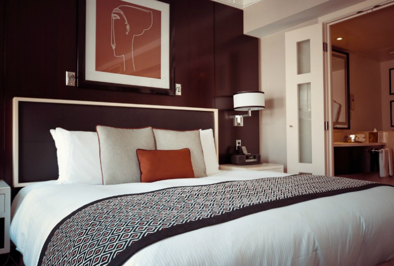 save-money-solo-traveller-hotels