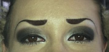 Experts call this the 'tadpole' eyebrow.