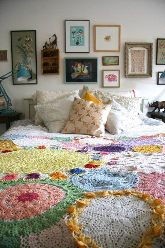 Bring out all your doilies and turn them into a beautiful quilt like this. Photo: Pinterest.