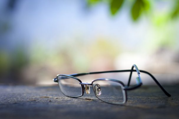 A tale of the travelling glasses