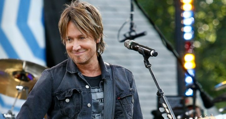 Keith Urban wows in Bee Gees tribute performance