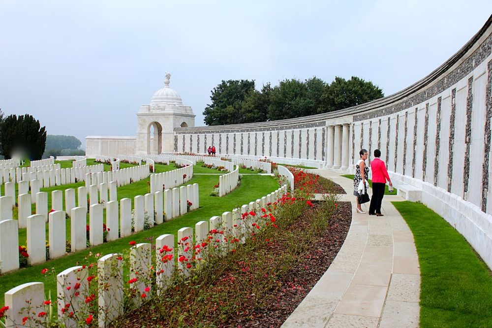 Tyne Cot Cemetary. Photo: By Stuvio (Own work) [CC BY 4.0 (http://creativecommons.org/licenses/by/4.0)], via Wikimedia Commons