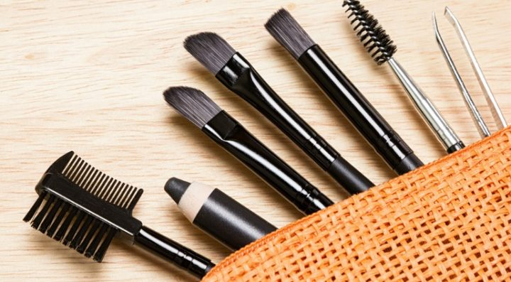 Make-up brushes and tweezers.