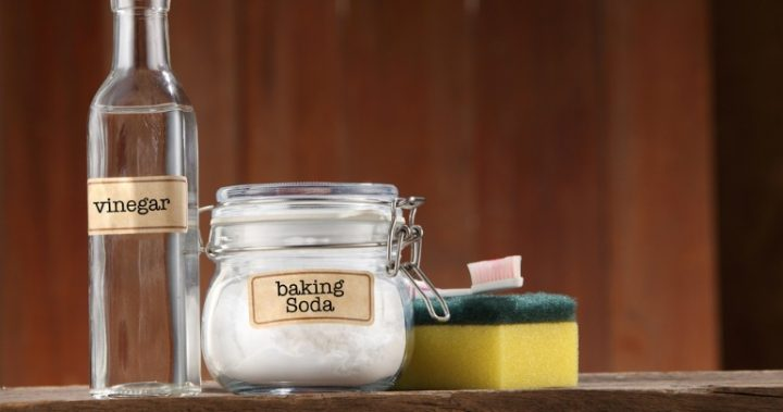 Bicarb soda and vinegar for cleaning