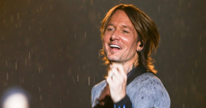 Keith Urban performing