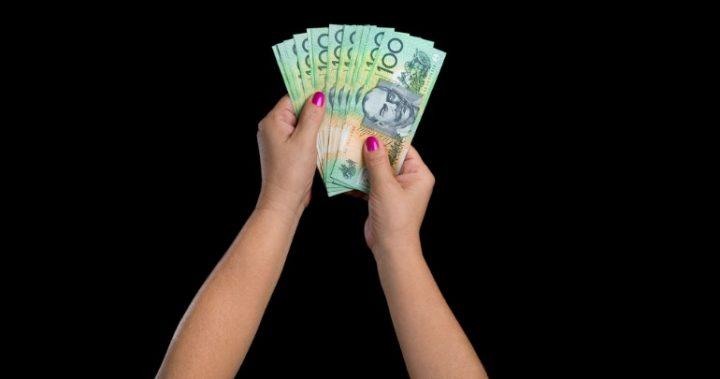 hand holding money