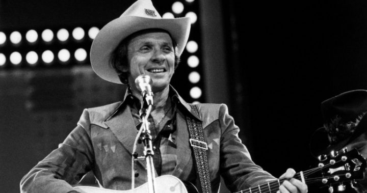 Country singer-songwriter Mel Tillis passed away on 19 November 2017 at the age of 85.