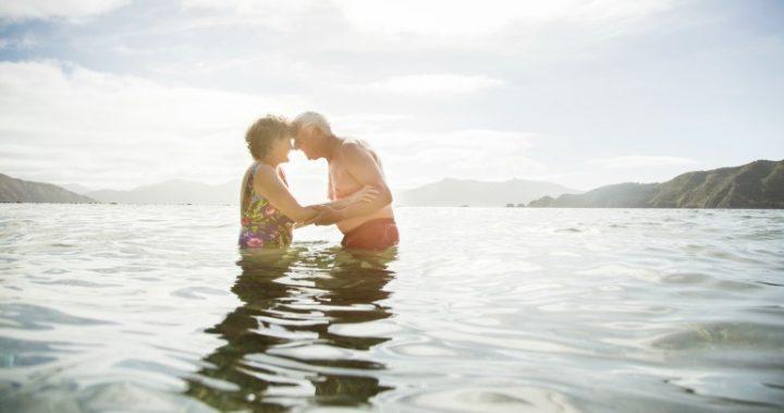 Секс пожилых у моря