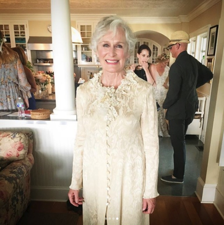 Glenn close looked beautiful in her mother-of-the-bride outfit at the weekend.
