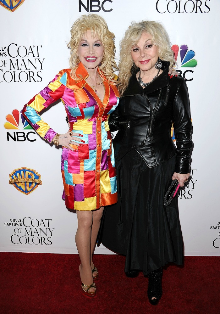 Dolly Parton and her sister Stella at a recent event.