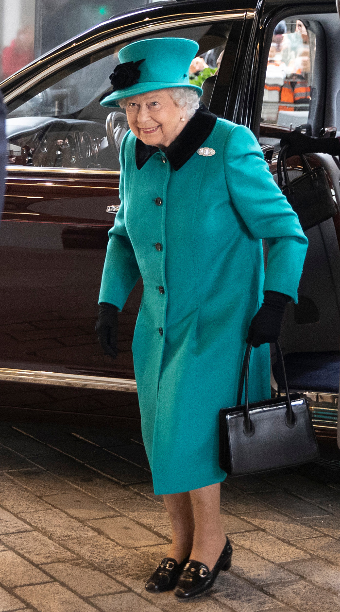 Queen Elizabeth II looked gorgeous in teal for the official opening of the new headquarters of Schroders in London.