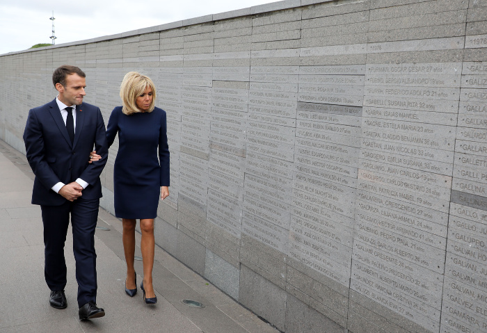The French president and first lady toured Remembrance Park in Buenos Aires.
