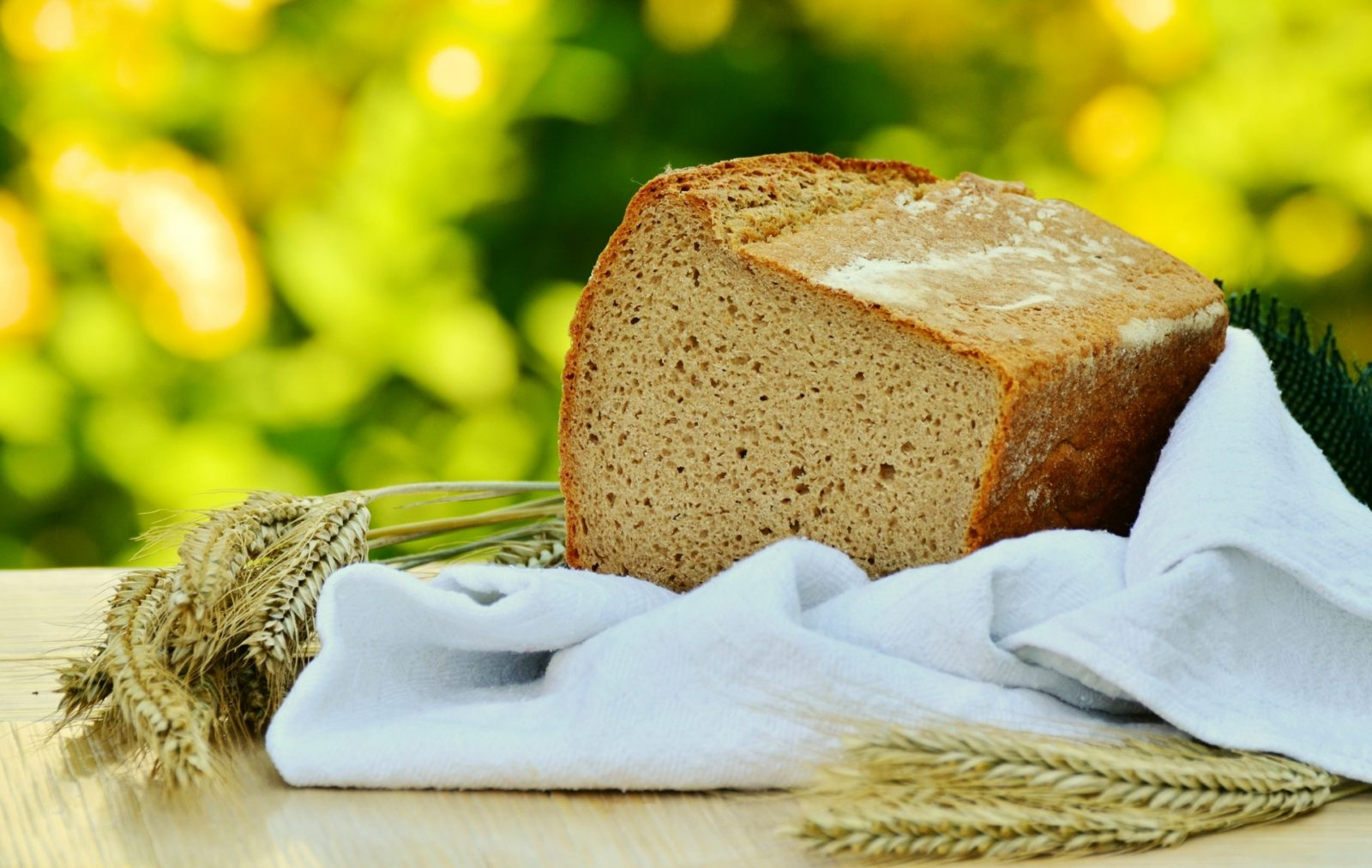 Switching to whole wheat bread is one of the easiest way to lose weight and up your fibre intake. Source: Pexels