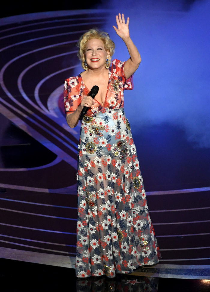 Bette Midler put on a stunning performance at the Academy Awards with a song from Mary Poppins Returns.