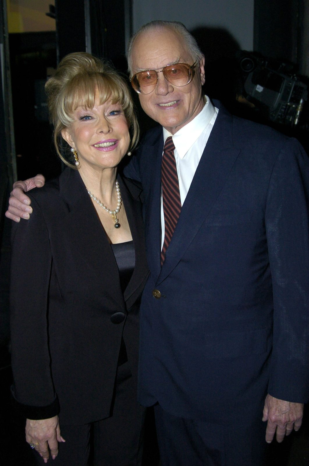 Barbara Eden and Larry Hagman in 2004. Source: Getty.
