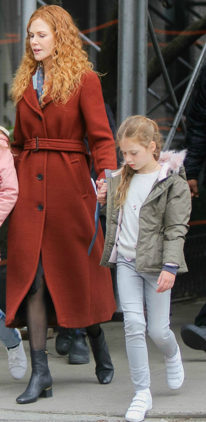 Nicole kept a protective hand on her daughter between takes. Source: Getty.