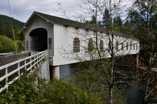 McKenzie Pass road - covered bridge (1) (800x530)
